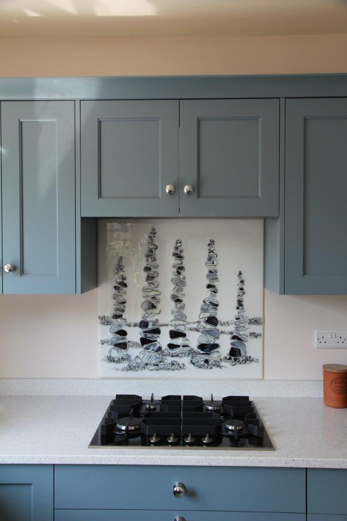 White_Black pebbles splashback